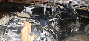 Lüks otomobil park halindeki tıra çarptı; 1 ölü 2 yaralı Aşırı hız can aldı