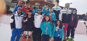 Rüzgar kayak kulübü madalyaları topladı