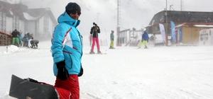 Palandöken'de fırtına altında kayak keyfi