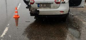 Aydınlatma direğine çarpan otomobilden fırlayan genç kız feci şekilde can verdi Sakarya'da feci kaza: 1 ölü, 3 yaralı Kaza anı güvenlik kamerasına yansıdı
