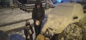 Kastamonu'da 13 ilçede okullar tatil edildi Okulların tatil edilmesiyle çocuklar sokaklara çıkarak kayak yaptı