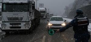 Zonguldak'ta kar küreme aracı devrildi