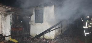 Kınık ve Aliağa'da tek katlı evde yangın