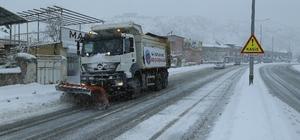 Büyükşehir'den kar yağışına anında müdahale