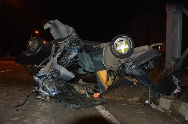 Kaza sonrası parçalanan araçtan sağ çıktılar Giresun'un Eynesil ilçesinde meydana gelen kazada 2 kişi yaralandı