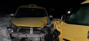 İki taksi çarpıştı: 1 yaralı