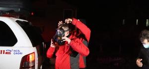 Düzce'de su kanalı içerisine bırakılan atıklar vatandaşları gece yarısı sokağa döktü Ağır kokudan 2 çocuk etkilendi Ağır kokunun nedeninin geri dönüşüm fabrikasının atıklarından olduğu iddia edildi