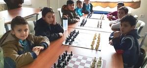 Hisarcık Atatürk İlkokulu satranç takımı bölge ikincisi