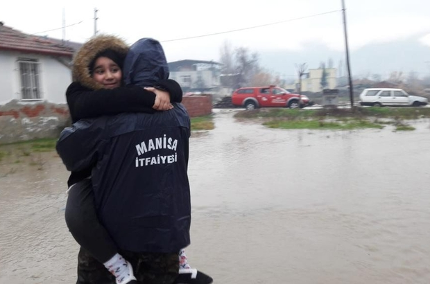 Manisa'da metrekareye 203 kilogram yağış düştü Sel felaketi nedeniyle yaklaşık 180 kişi evlerinden tahliye edildi, 35'i geçici olarak kamu misafirhanelerinde konaklamaları sağlandı