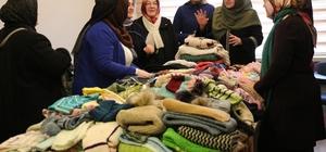 """Eskişehir'den mülteci kamplarına yardım eli Mülteciler için günlerce örgü ördüler YUDER Kadın Kolları Başkanı Sevim Kırmaz: """"Aynı durumda bizler de olabilirdik"""""""