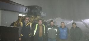 Karda mahsur kalan beş kişiyi Büyükşehir ekipleri kurtardı