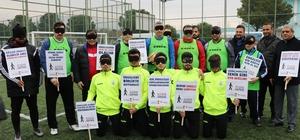 Gözlerini bağlayıp görme engellilerle maç yaptılar Kahramanmaraş'ta Bölgesel Amatör Lig'de yer alan 1920 Maraşspor takımı oyuncuları, Dünya Görme Engellileri Haftası dolayısıyla organize edilen maçta gözlerini bağlayıp görme engellilerle karşı karşıya geldi