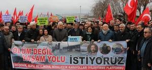 """'Ölüm yolu' çözüm bekliyor Eskişehir'de toplanan bir grup vatandaş, ölümlü trafik kazalarının yaşandığı Alpu karayoluna çözüm bulunmasını istedi Eskişehir-Alpu-Beylikova-Mihalıççık Karayolları İyileştirme Platformu Sözcüsü Hüseyin Güven: """"Son 10 yılda 600'den fazla ölümlü kaza olduğu belirtiliyor"""""""