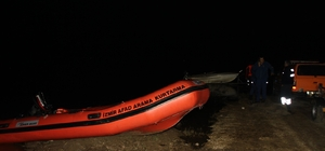 İzmir'de ördek avı faciası: 1 ölü, 2 kayıp Kayık alabora oldu, 1 kişi öldü, 1 kişi donmak üzereyken kurtarıldı, 2 kişi kayıp