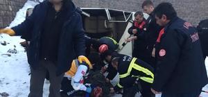 (Özel) Otomobil köprüden uçtu; sıkışan sürücü kurtarıldı
