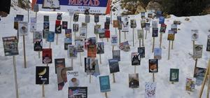 Mersin'de kar üzerinde kitap sergisi