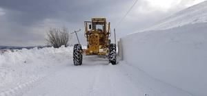 Ilgaz ve Küre Dağlarında ekiplerin zorlu kar mücadelesi devam ediyor Kar kalınlığının 1 metreyi aştığı yollar ekiplerin aralıksız çalışmaları ile açılıyor