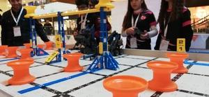 Geleceğin robot tasarımcıları yarıştı Eğitimde İnovasyon Derneği'nce gerçekleştirilen 2019'un ilk Vex lQ Challenge Turnuvası renkli görüntülere sahne oldu