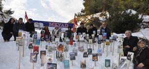 Mersin Yazarlar Derneği, kar üstünde kitap sergisi açtı Mersin'de yaşayan yazar ve şairlerin kitaplarından oluşan ve kar üzerinde açılan sergiyle ilginç bir etkinliğe imza atıldı