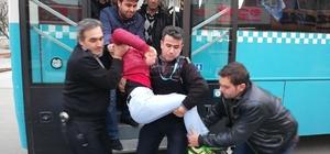 Kahramanmaraş'ta halk otobüsleri ambulans gibi çalışıyor Halk otobüsünde rahatsızlanan iki kadın otobüsle hastaneye yetiştirildi