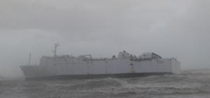 Mersin'de ticari gemi fırtınadan dolayı karaya oturdu Bir süredir haciz işlemi uygulandığından dolayı Mersin Limanı açıklarında bekletilen 'Wardeh' isimli ticari gemi, fırtına dolayısıyla sürüklenerek karaya oturdu