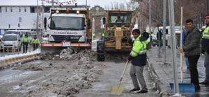 Muş Haberleri: 5 gündür kapalı yolda ekiplerin kar ve tipiyle mücadalesi 34