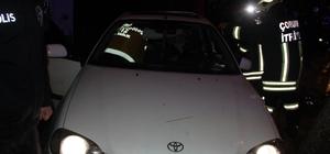 Kontrolden çıkan otomobil park halindeki araçlara çarptıktan sonra kaldırıma çıktı Kaza yapan araçta sıkışan sürücüyü itfaiye kurtardı