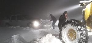 İzmir'de kara kışla amansız mücadele: Kapanan 80 yol açıldı İzmir'de çetin kış şartları etkili oluyor