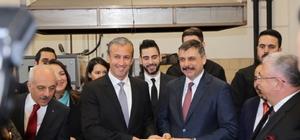 """Venezuela Devlet Başkan Yardımcısı Maddah: """"O topraklarda bir halk var ki Türk halkını seviyor, destekliyor. Yaşasın Türkiye"""" Tareck Zaidan El Aissami Maddah, Türkiye'nin Venezuela'nın stratejik müttefikleri arasında yer aldığını belirterek, """"İki halk ve hükumet arasındaki ilişkileri her alanda en üst seviyeye taşımayı hedefliyoruz"""""""