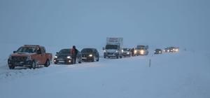 Sivas-Ankara karayolu ulaşıma kapandı, araçlar mahsur kaldı