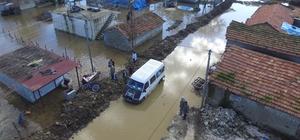 Göle dönen köyde hasar tespit çalışması başlatıldı Hatay'da yağışlar ve açılan baraj kapakları nedeniyle sular altında kalan Aşağıoba Mahallesi'nde hasar tespit çalışmaları başlatıldı Mahalle sakinleri, perişan olduklarını belirterek yetkililerden yardım istedi