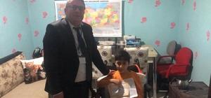 Kas hastası Furkan'ın odası sınıfa çevrildi, karnesini evinde aldı Kas hastası Furkan'ın karne heyecanı