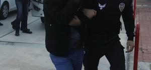Masaj salonlarına fuhuş operasyonunda 33 ev hapsi Adana'da 9 ayrı masaj salonunda müşterilere fuhuş yaptırdıkları iddiasıyla gözaltına alınan 44 kişiden 19'u kadın 33 kişi ev hapsi tedbiri, 5 kişi ise adli kontrol tedbiriyle tutuksuz yargılanmak üzere serbest bırakıldı