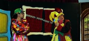 Çocuklara yarıyıl hediyesi tiyatro gösterisi