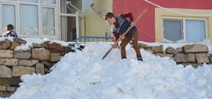 Kayseri'nin Develi ilçesinde iki metre kar hayatı felç etti