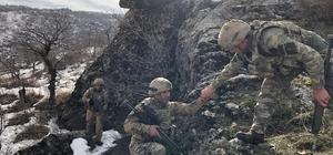Diyarbakır'da teröristlerin inleri imha edildi Diyarbakır'ın Lice ve Hazro ilçelerinde başlatılan operasyon sona erdi Teröristlere ait mağaraların kullanılamaz hale getirildiği operasyonda ele geçirilen EYP'ler de arazide imha edildi