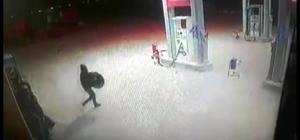 Akaryakıt istasyonunda lastik hırsızlığı Hırsızlık anı güvenlik kamerasında