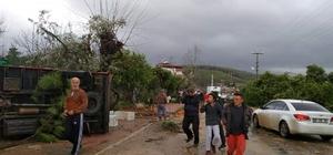 """Felaketin yaraları sarılmaya çalışılıyor Antalya'da hortumun zararı 24 saat sonra ortaya çıktı Kumluca Yaş Sebze ve Meyve Komisyoncuları Derneği (KUMSEKDER) Başkanı Ahmet Kaya: """"Fiyatlar şu anda zaten yüksek. Önceki fiyatlar olsa çiftçinin kazanması mümkün değil. Yeni bir artış beklemiyoruz"""" Hortum nedeni ile 2 kişi öldü, 1 kişi kayboldu, 11 kişi yaralandı Örtü altım üretim alanları kullanılamaz hale geldi"""