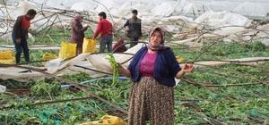 Hortum sonrası acı hasat Hem hasarları onarıyor hemde afetten geriye kalan ürünlerini topluyorlar Hortumun vurduğu seralar havadan görüntülendi Bir grup çiftçi yıkılan sera demirlerinin altında olgunlaşan biberleri topladı Antalya'nın Kumluca ilçesinde hortumdan seraları zarar gören çiftçiler yaralarını sarmaya başladı Çiftçiler bir yandan hasat zamanı gelen ürünlerini imece usulü toplarken diğer taraftan hasar gören seralarını tamir ediyor