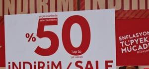 """'Enflasyonla Topyekün Mücadele' kapsamındaki indirimlere dikkat Tüketiciyi Destekleme Derneği Başkanı Süleyman Bakal: """"Bazı firmalarda doların artış hızına bağlı olarak artırılan fiyatlar maalesef düşürülmedi"""" """"İndirimden önceki fiyatı ispat etmek zorunda"""""""