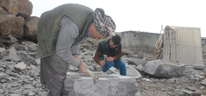 Taş ustası 35 yıldır bazalt taşlarını sanat eserine dönüştürüyor