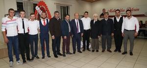 Başkan Özakcan kınalı kuzuları askere uğurladı