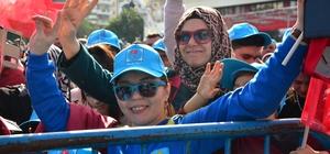 """Cumhur İttifakı'nın Adana belediye başkan adayları tanıtıldı Adana Büyükşehir Belediye Başkan Adayı Hüseyin Sözlü oldu MHP Genel Başkan Yardımcısı Prof. Dr. Mevlüt Karakaya: """"Cumhur İttifakı'nın tarafları olarak hiçbir zaman anlaşmazlığa düşmedik"""" """"Biz, bizden olanlarla yürüyoruz"""" AK Parti Genel Başkan Yardımcısı Mahir Ünal: """"Biz bu büyük birlikteliğe fitne sokup dünü konuşmak isteyenlere dönüp bakmayacağız"""""""