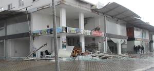 Serik'te Hortum bazı seralarda hasara sebep oldu