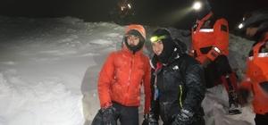 Uludağ'da 2 dağcının kurtarılma anları ortaya çıktı Yoğun fırtına ve tipi AFAD ve JAK ekiplerinin çalışmasını güçleştirdi ancak ekipler 4 saat sonra kar mağarası yaparak hayatta kalan 2 dağcıyı sağ salim kurtardı