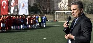 Başkan Uysal minik futbolcularla bir araya geldi
