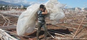 Kumluca'da hortumun ardından seraların tamiratı başladı Enkazı kaldıran çiftçiler, yardım bekliyor