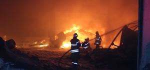 İzmir'de alevli gece: Fabrikalar yanıyor Onlarca ekip yangın bölgesinde alevlere müdahale ediyor