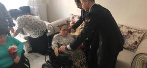 Kaymakam ve jandarmadan duygusal farkındalık 2 engelli kardeşe akülü sandalyeleri teslim edildi