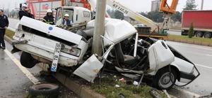 Aydınlatma direğine çarpan otomobil paramparça oldu: 1 ölü, 1 yaralı